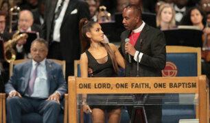 """Obispo que 'tocó' a Ariana Grande: """"Nunca sería mi intención tocar el pecho de una mujer"""""""
