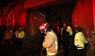 Tres bomberos resultaron heridos durante incendio en Barrios Altos