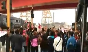 Maestros del Sutep bloquearon vía del Metropolitano en señal de protesta