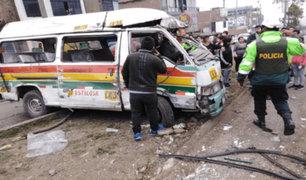 Al menos seis heridos deja choque entre combi y mototaxis en Comas