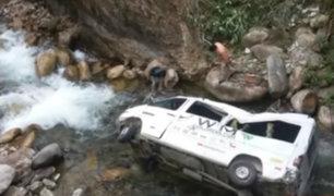 Cusco: miniván con turistas se despista y cae a abismo