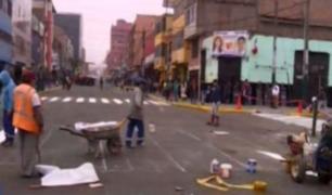 Desalojan puestos de ambulantes de una zona de La Victoria