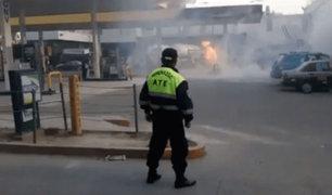 Momentos de tensión vivieron vecinos de Ate por incendio en grifo