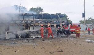 Piura: al menos 30 personas salvan de morir en incendio de bus interprovincial