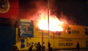 Comas: incendio arrasó varios puestos del mercado Unicachi