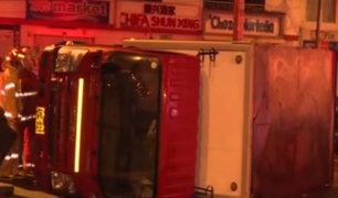 Choque de dos vehículos deja un herido en Los Olivos
