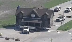 EEUU: familia compra casa y la traslada a su granja con un camión tráiler