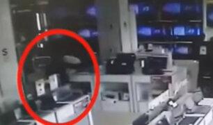 Ate: anciano roba computadora en tienda de electrodomésticos