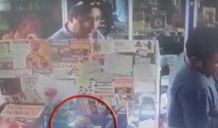 Ayacucho: cámara capta robo de teléfono celular en local comercial