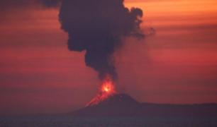 Indonesia: mire la impresionante erupción del volcán Anak Krakatoa