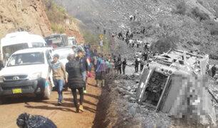 Cusco: al menos 12 muertos deja caída de bus en abismo