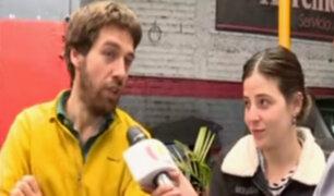 Pareja de argentinos reconstruye camioneta desmantelada para continuar su viaje
