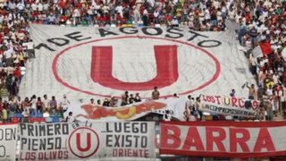 Barristas de Universitario llegan a Campo Mar para hablar con  jugadores