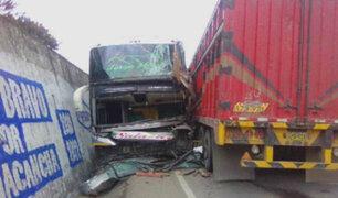 Pasco: choque entre dos buses y camión dejó varios heridos