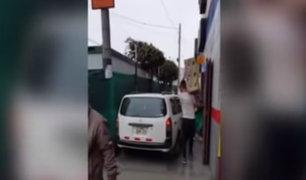 Surquillo: conductor invade vereda y peatón lo defiende