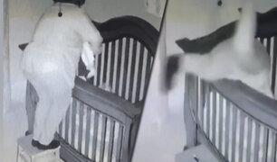 Mujer cae aparatosamente sobre su nieto dentro de su cuna