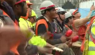 Tocar tambores: Así liberan el estrés trabajadores de construcción en Chile [VIDEO]