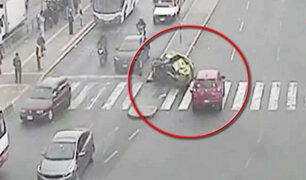 Cuatro escolares quedan heridos tras choque de mototaxi y auto en el Cercado de Lima