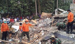 Equipos de rescate continúan buscando sobrevivientes en Indonesia