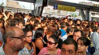 Metro de Lima: caos en estaciones por retraso de trenes se debió a plan piloto