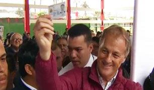 Candidato Jorge Muñoz emitió su voto en colegio de Miraflores