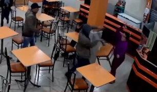 VMT: mujer se defiende a 'cucharonazos'  de delincuentes armados