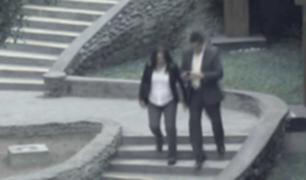 China: hombre cae de las escaleras por caminar mirando celular