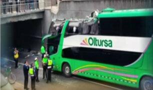 San Isidro: bus impacta contra el puente Villarán y deja 4 heridos