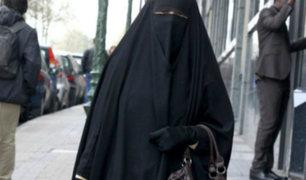 España: mujer insulta a otra por usar burka