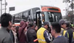 Transportistas e inspectores de la MML se enfrentan por Corredor Rojo