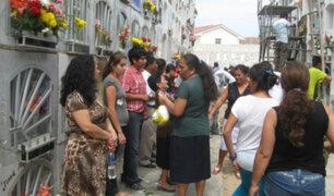 Día de los Muertos: miles acuden masivamente a cementerios en Lima y Callao