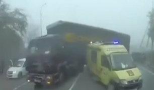 Rusia: ambulancia es impactada por camión mientras cubría emergencia