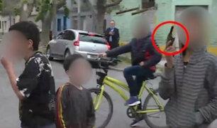 Argentina: periodistas son amenazados por niños que portaban armas