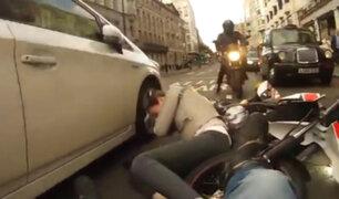 Estados Unidos: motociclistas arrollan a peatón y fugan
