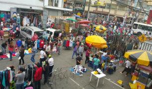 La Victoria: vendedores ambulantes roban rejas de seguridad de la municipalidad