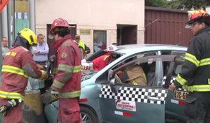 San Isidro: accidente de tránsito deja dos heridos por imprudencia de taxista
