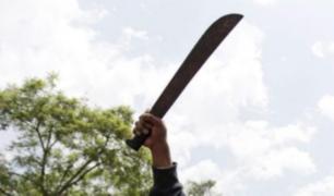Mujer amenaza con machete a sus vecinos en Puente Piedra