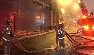 La Victoria: incendio viene afectando a local de distribuidor de productos informáticos