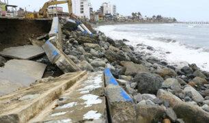 Declaran en emergencia balneario de Huanchaco tras destrucción de malecón
