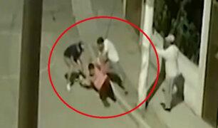 SJM: delincuentes en autos asaltan violentamente a vecinos y transeúntes