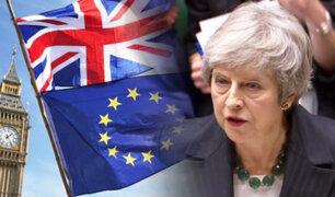 Reino Unido: Theresa May se salvo de moción de censura en el Parlamento
