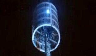 Independencia: rescatan a hombre que quedó atrapado en antena