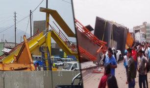 Los Olivos: camión derriba puente peatonal en la Panamericana Norte