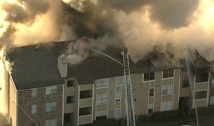 EEUU: residentes saltan de edificio en llamas