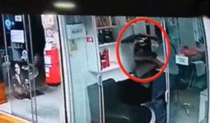 Independencia: hombre roba laptop en salón de belleza