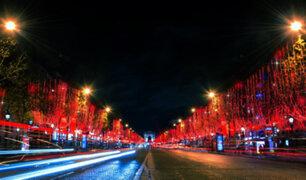 Francia: encienden luces de Navidad en los Campos Elíseos