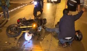 Callao: motociclista queda gravemente herido tras chocar con cúster