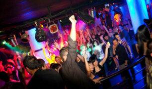 Madre de dios: jóvenes bailan semidesnudas en una discoteca