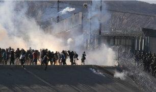 Reprimen a migrantes centroamericanos con gases lacrimógenos en frontera