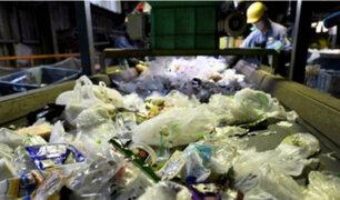 Francia: inventor desarrolla máquina que descompone plástico para usarlo como combustible